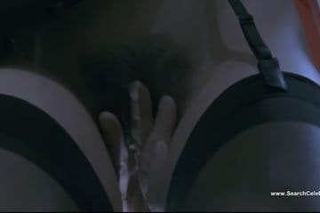 Claudia Koll szőrös puncit terpeszt be