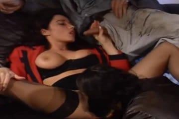 Erika Bella - szexparti két csavargóval