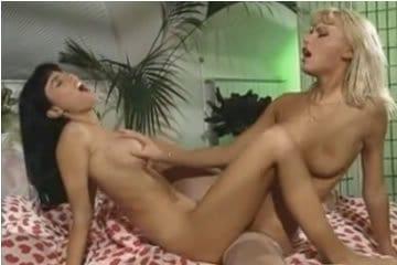 Anita Dark és Anita Blond - leszbi szex