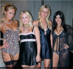 20090623-Celeb erotika - Pamela Anderson és Paris Hilton (2).jpg
