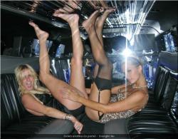 20090623-Celeb erotika - Pamela Anderson és Paris Hilton (6).jpg