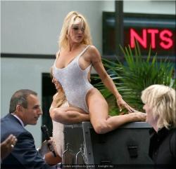 20090623-Celeb erotika - Pamela Anderson és Paris Hilton (8).jpg