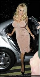 20090623-Celeb erotika - Pamela Anderson és Paris Hilton (9).jpg