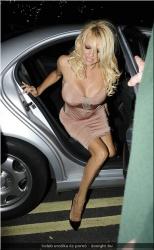 20090623-Celeb erotika - Pamela Anderson és Paris Hilton (10).jpg