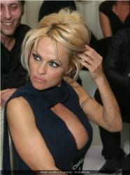 20090623-Celeb erotika - Pamela Anderson és Paris Hilton (17).jpg
